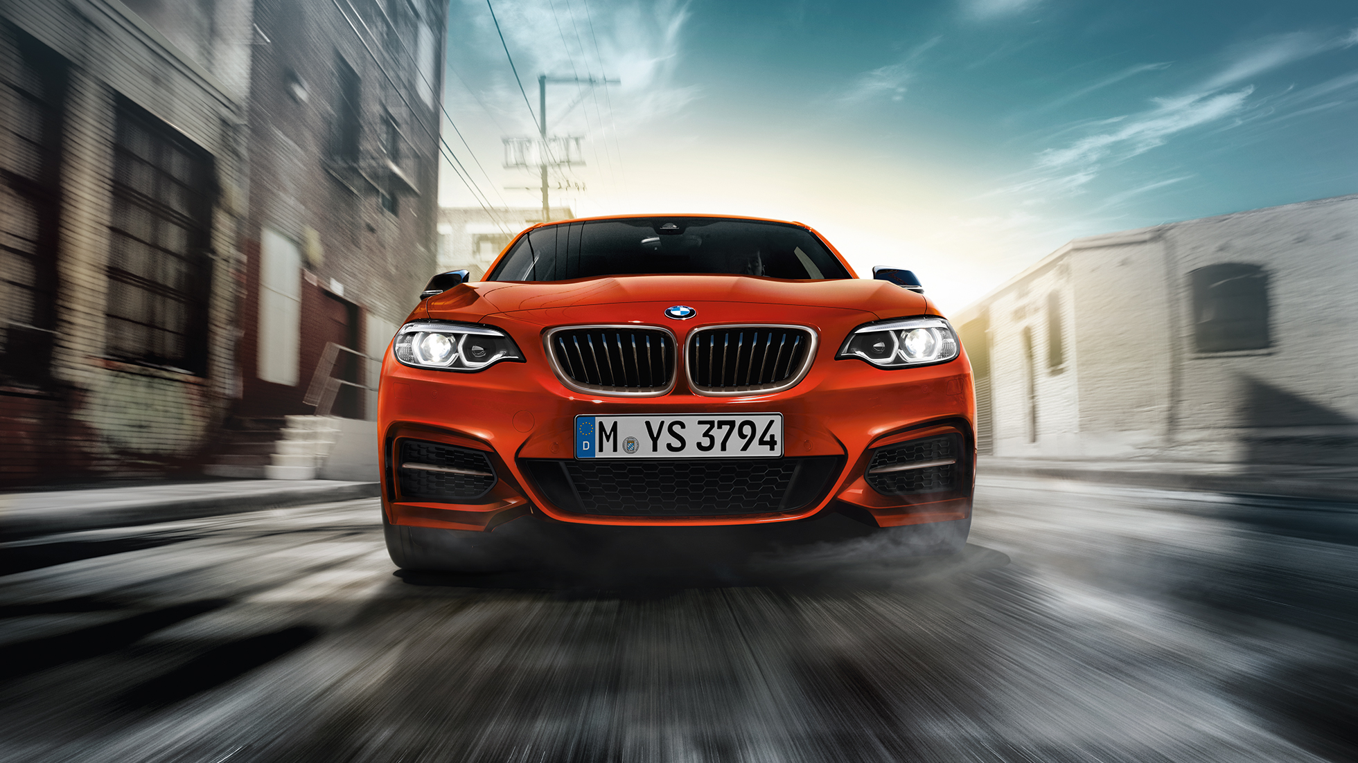 Diseño frontal del BMW M240i Coupé F22 2017 Sunset Orange metálico, vista frontal